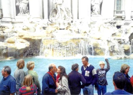 trevi kissing